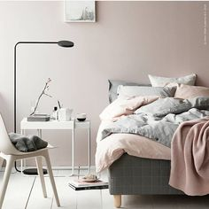Shabby Chic Bedroom Styling Inspiration from These 12 Beautiful Bedrooms with a Relaxed Scandi Vibe Bedroom Decor On A Budget, Romantic Bedroom Decor, Scandi Bedroom, Cozy Bedroom, Luxury Bedroom Furniture, Interior Design Living Room, Ikea Interior, Luxury Bedding, Ypperlig Ikea