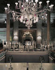 Ресторан и бутик Crystal Room Baccarat заработал в здании московской аптеки №1 в 2008 году.