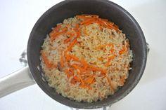 """【フライパンひとつで】みそのスペシャリストが紹介する話題レシピ「ツナとにんじんのみそ炊き込みごはん」! 超手軽""""ワンパン""""バージョンで紹介するよ!!   Pouch[ポーチ] Grains, Rice, Food, Essen, Meals, Seeds, Yemek, Laughter, Jim Rice"""