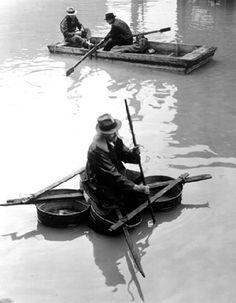 Margaret Bourke-White, Flood Victim Paddling a Boat Made of Washtubs, Louisville, KY, 1937