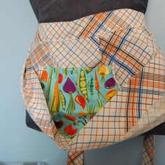 A smaller pouch apron. I have seen this with a longer apron, but I like this better.