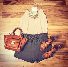 Love this casual summer night out outfit!