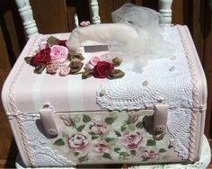 Hermosa maleta de pintada a mano...