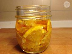 Lo sciroppo per la tosse al limone e zenzero, è un ottimo rimedio naturale per alleviare i sintomi della tosse e del mal di gola. E' preparato con miele,