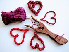Learn to use Lucet - Hearts and Valentines Reverse Single Crochet, Double Crochet, Lucet, Happy Birthday Jesus, Beading Needles, Yarn Crafts, Crochet Projects, Crochet Patterns, Arts And Crafts