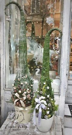 52 Trendy Ideas For Christmas Tree Themes Floral Christmas Planters, Cute Christmas Tree, Christmas Arrangements, Grinch Christmas, Christmas Porch, Christmas Fairy, Christmas Tree Themes, Outdoor Christmas Decorations, Christmas Holidays
