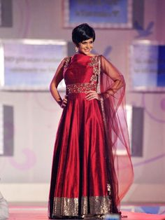 Manish Malhotra Fashion Show for 'Save & Empower Girl Child' Manish Malhotra Designs, Manish Malhotra Saree, Indian Gowns, Indian Suits, Girl Empowerment, Lehenga Collection, Fashion Show, Women's Fashion, Indian Fashion