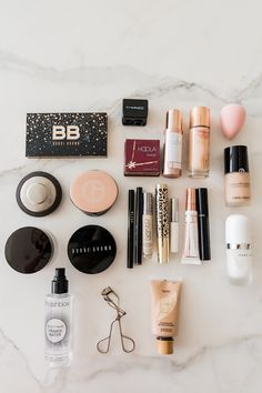 In My Makeup Bag - Rach Parcell - in meiner schminktasche - rach parcell In My Makeup Bag - Rach Parcell - makeup collection Organization Mini Makeup, Basic Makeup, Cute Makeup Bags, Kylie Jenner Makeup Collection, Barbie Make-up, Snapchat, Alcone Makeup, Make Up Tools, Makeup Organization