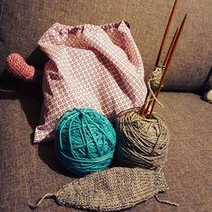 On enchaîne :p #crochet #crochetagram #instacrochet #amigurumilove #amigurumi #ilovecrochet #iloveamigurumi #crochetaddict #amigurumiaddict #hyenelaineuse #hyenesecrete #surpriselaineuse #candywool by la_hyene_laineuse