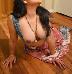 Mumbai Escorts Nidhi, are refined and perfectly groomed at all times because Nidhi Patel are too sexy and perfect in shape and she and give you ultimate passion, and complete satisfaction. Aunty In Saree, Desi Models, Desi Bhabi, Beauty Full Girl, Beauty Women, Beautiful Hijab, Beautiful Women, Indian Beauty Saree, Girl Body