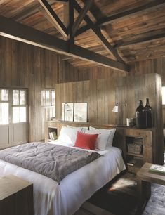 A wooden house in Cap Ferret, France Guest Bedroom Decor, Guest Bedrooms, Bedroom Ideas, Pretty Bedroom, Wooden House, Modern Rustic, Sweet Home, Interior Design, Furniture