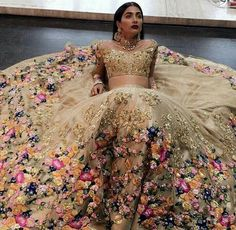 Floral indian wedding dress in gold; a really modern indian wedding dress but it. Floral indian wedding dress in gold; a really modern indian wedding dress but it's gorgeous! Indian Wedding Sari, Indian Bridal Wear, Indian Wedding Outfits, Dress Wedding, Indian Bridal Lehenga, Wedding Reception, Indian Wedding Dresses Traditional, Gold Lehenga Bridal, Indian Reception Dress