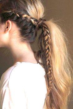 queue de cheval bohème avec une tresse en cascade #coiffure #cheveux #monvanityideal Retrouvez toutes nos astuces beauté (www.monvanityideal.com)