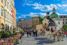 One of the most picturesque Polish cities, Krakow is the cultural capital of Poland. Here are some of the most interesting Krakow things to do. Source: 25 Interesting Things To Do in Krakow, Poland Cities In Europe, Central Europe, Krakow Attractions, Week End En Europe, Visit Krakow, Les Continents, Cultural Capital, Capital City, Poland Travel