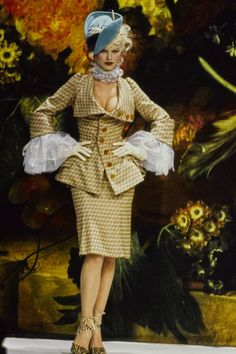 Andreas Kronthaler for Vivienne Westwood Fall 1995 Ready-to-Wear Fashion Show - Eva Herzigova
