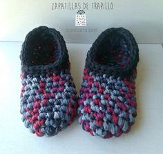Zapatillas de trapillo, paso a paso | Manualidades Crochet Boot Socks, Crochet Baby Shoes, Crochet Slippers, Diy Crochet, Crochet Clothes, Hand Crochet, Cotton Cord, Yarn Crafts, Knitting Yarn