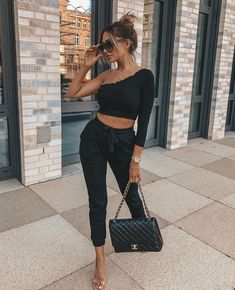 Inspo : streetstyle_london dajanaic The post Inspo : streetstyle_london dajanaic appeared first on Celebrity Trends Fashion Addict, Girl Fashion, Fashion Outfits, Fashion Design, Fashion Trends, Fashion Inspiration, Luxury Fashion, Insta Outfits, Cool Outfits