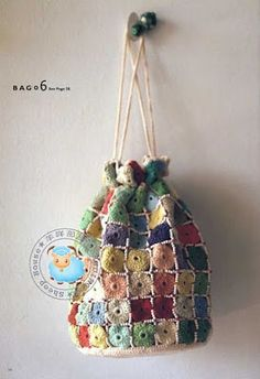 crochet bag with little granny square Bag Crochet, Crochet Motifs, Crochet Handbags, Crochet Purses, Love Crochet, Crochet Granny, Learn To Crochet, Crochet Crafts, Yarn Crafts