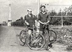 Фотография - Велосипедисты у въезда в город - Фотографии старого Петербурга Old School, Saints, Bicycle, Saint Petersburg, Santos, Bicycle Kick, Bicycles, Bike, Bmx