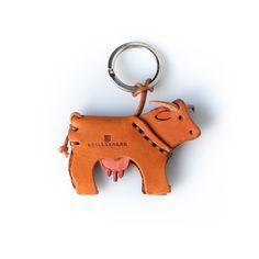 Pico Schlüsselanhänger Kuh – STILLSEGLER Personalized Items, Shoe Polish, Cows And Calves, Cow, Weiner Dogs, Arts And Crafts