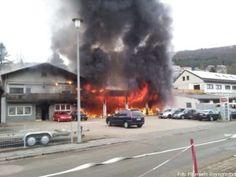 Autowerkstatt beim Eintreffen der Feuerwehr im Vollbrand http://www.feuerwehrleben.de/autowerkstatt-beim-eintreffen-der-feuerwehr-im-vollbrand/ #feuerwehr #firefighter