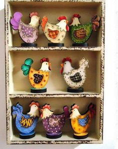 Chickens and roosters Creative Crafts, Fun Crafts, Diy And Crafts, Crafts For Kids, Arts And Crafts, Chicken Crafts, Chicken Art, Arte Country, Country Crafts