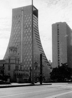 Em destaque o Edificio Torre Paulista (antigo Banco Sumitomo) na avenida Paulista n.949. (circa 1972)