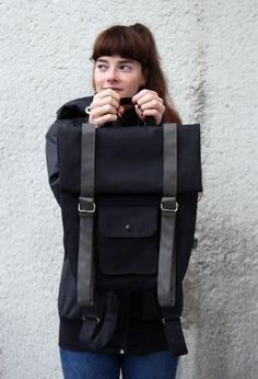 Ruxak+SCHNALLE+KHAKI+Batoh+SCHNALLE+KHAKI+jest+velikostně+snadno+modifikovatelný+batoh,+neb+potřebujete-li+převézt+více+věcí,+jednoduše+prodloužíte+přední+popruhy+a+rozbalíte+horní+díl+batohu,+potřebujete-li+skladný+mini+batoh,+popruhy+stáhnete+a+horní+část+srolujete+zase+zpět+pod+ně!+V+ceně+je+i+pevná+výztuha+zad+-+mirelon+-+která+je+nedílnou+a+praktickou+součástí...