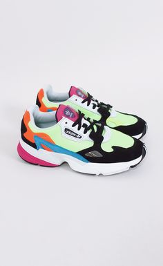 Sports Shoes - How To Develop An Amazing Shoe Wardrobe Crazy Shoes, New Shoes, Air Max Sneakers, Shoes Sneakers, Baskets, Fashion Shoes, Fashion Closet, Adidas Fashion, Shoe Dazzle