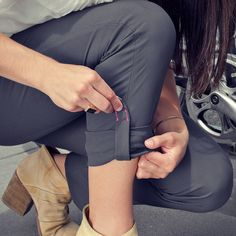 A hidden magnet is placed for easy roll and snap, keeping your trouser leg out of your bike chain