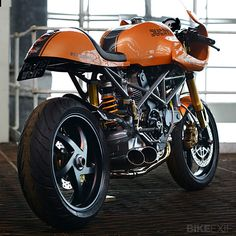 Ducati used to build simple air-cooled V-twins in pretty trellis frames that people wanted to customize. In the 1970s, the Bologna marque established an almost definitive look: Long, contoured tanks and deeply sculpted race seats. But then Ducati changed tack. The visual flat line running… Read more »