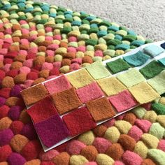 Braided Wool Rugs: A New Obsession! - Betz White - Braided Wool Rugs: A New Obsession! Braided Rug Tutorial, Rag Rug Tutorial, Braided Rag Rugs, Crochet Doily Rug, Fabric Rug, Cool Rugs, Handmade Rugs, Rugs On Carpet, Carpets