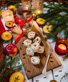 Herring rolls with matte fillet and thin bread Snow Much Fun, All Things Christmas, Christmas Ideas, Yule, Catering, Seafood, December, Table Settings, Cheese