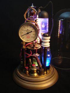 Außergewöhnliche Steampunk Produkte und Accessoires Hier ein paar Gadgets und Accessoires aus der Steampunkkultur. Ob Uhren, Schmuck, Möbel oder Kleidung all die nachfolgenden Artikel kommen im coolen viktorianischen Design.  20.Getriebe Wanduhr  Diese dekorative Uhr mit Zahnrädern ist das perfekte Accessoire für Ihr Wohnzimmer und ein echter Hingucker. Das Getriebe der Zeit ist einfach eine etwas andere Wanduhr. Preis: EUR54,30 ->Auf Amazon kaufen<- 19.Tragbares Ladegerät  Wenn mal w...