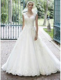 Robe de mariée en tulle applique perles pailletés princesse col bateau