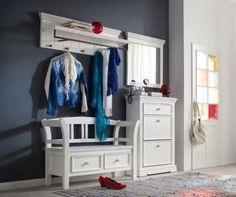 Unsere Garderobe Odelia besticht durch ihre freundliche Gestaltung im modernen Landhaus Stil. Das mehrteilige Dielenmöbel besteht aus einer gemütlichen Sitzbank mit zwei integrierten Schubladen. http://www.plus.de/p-1615770000?RefID=SOC_pn