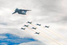 Aviões Tucano e o KC-390 - A Aeronáutica Brasileira é responsável pela defesa do país em operações eminentemente aéreas, e, no interno, pela garantia da lei, da ordem constitucionais. Para ver mais fotos sobre esse mesmo assunto aperte/click no meu nome:@DeyvidBarbosa (DK) e procure a pasta Aeronáutica Brasileira. #AeronáuticaBrasileira #ForçasArmadasDoBrasil