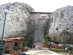 Monsanto ««Portugal ----- Idanha-a-Nova é uma vila portuguesa no distrito de Castelo Branco,