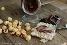 Semplice da fare in casa la Ricetta crema gianduia senza olio solo con nocciole cioccolato zucchero e latte di riso, sana e buona