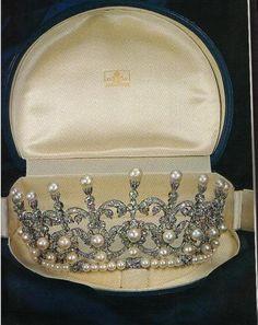 Pearl and diamond tiara, Princess Maria Gabriella of Savoy.