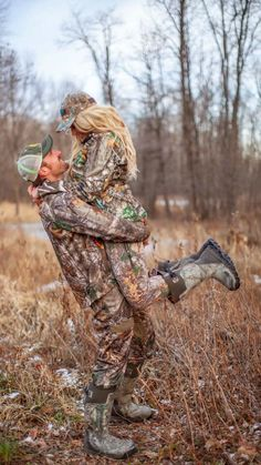 Fall Couple Pictures, Country Couple Pictures, Cute Country Couples, Country Engagement Pictures, Cute Couples Photos, Cute N Country, Cute Couples Goals, Family Pictures, Hunting Engagement Photos