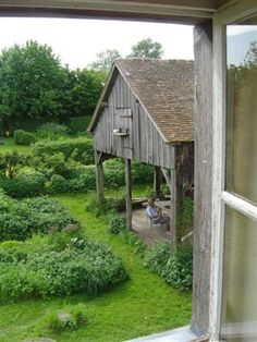 catherinewillis:    garden, pigeon , landscape architect,...