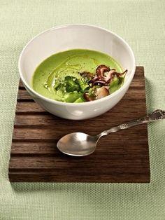 Суп из зеленого горошка с нежными кальмарами