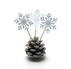 Snowflake cupcake toppers for winter weddings and parties...add to individual cupcakes, or poke them all around a cake for a 3D effect