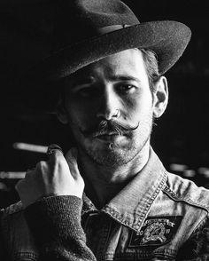 12 Hipster Mustache Styles for Modren Men - Be Snazzy Handlebar Mustache, Beard No Mustache, Hipster Mustache, Bohemian Style Men, Mustache Styles, Man Smoking, Stylish Hair, Beard Styles, Bearded Men