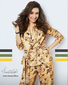 Girl Photo Poses, Girl Photos, Indian Dresses Traditional, Aalia Bhatt, Shraddha Kapoor Cute, Sraddha Kapoor, Beautiful Bollywood Actress, Bollywood Stars, Beauty Photography