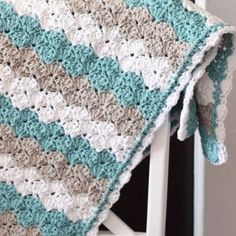 Sea Shell Stitch Baby Blanket | This striped shell stitch design is so sweet!