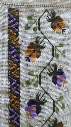 Altındaki suyu çekme ajur Cross Stitch Art, Cross Stitch Borders, Cross Stitch Embroidery, Cross Stitch Patterns, Palestinian Embroidery, Linen Napkins, Drawing Lessons, Bargello, Vintage Embroidery