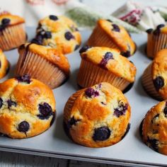 This is one of the best blueberry muffins recipe I've tried. It yields a soft, fluffy, kinda cake like crumbs, and the yogurt used ensures that you get moist muffins. Tossing the blueberries … Moist Blueberry Muffins, Blueberry Cake, Blueberry Recipes, Blue Berry Muffins, Blueberries Muffins, Chocolate Banana Bread, Chocolate Flavors, Muffin Recipes, Baking Recipes