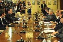 Governadores entregam ao ministro da Fazenda lista com ações para ajudar estados e DF na crise - http://noticiasembrasilia.com.br/noticias-distrito-federal-cidade-brasilia/2015/12/28/governadores-entregam-ao-ministro-da-fazenda-lista-com-acoes-para-ajudar-estados-e-df-na-crise/